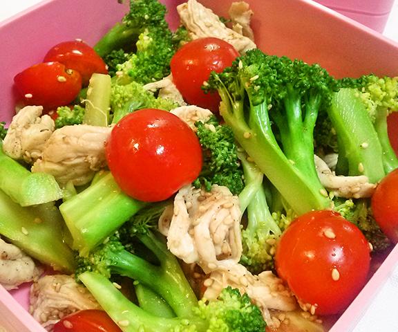 エッセンシア酵素ドリンクレシピ-ブロッコリーとトマトの胡麻サラダ