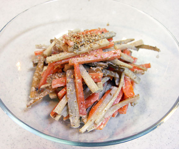 エッセンシア酵素ドリンクレシピ-ゴボウとにんじんの胡麻マヨサラダ